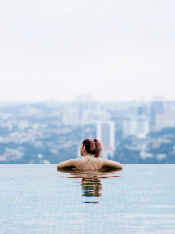 Rooftop infinity pool in Invito Hotel